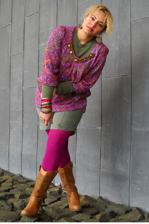magenta tights - tawny western boots - olive green lightweight sweater