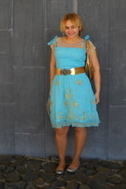 gold belt - aquamarine dress