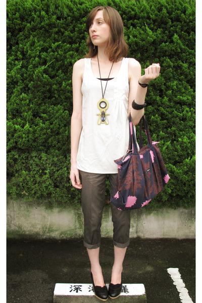 Lowrys Farm shirt - jeanasis pants - Marimekko purse