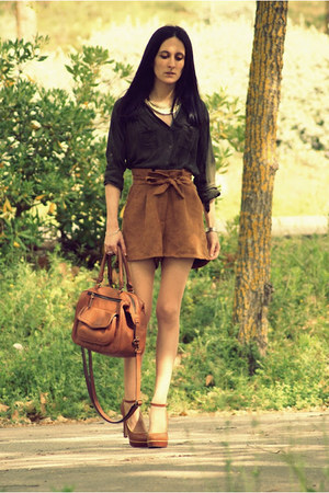 Bershka heels - Bershka shirt - Zara bag - Sfera shorts