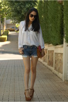 Bershka heels - Stradivarius shirt - Bershka bag - Levis shorts