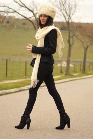 black Bershka boots - black Mango jeans - beige Stradivarius hat
