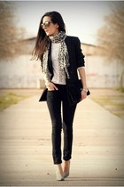 Mango jeans - Stradivarius blazer - Zara shirt - vintage bag - Oakley glasses