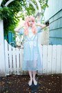 Light-blue-iridescent-lady-petrova-dress-off-white-seashell-vintage-bag