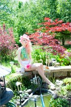crop top Samantha Pleet top - Klear Klutch bag - high-waisted Forever 21 shorts