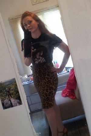 skirt - t-shirt