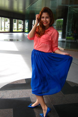 blue thrifted skirt - salmon Cuenca bazaar blouse
