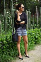 Vans sweater - Forever 21 bag - Tommy Hilfiger shorts - Super sunglasses
