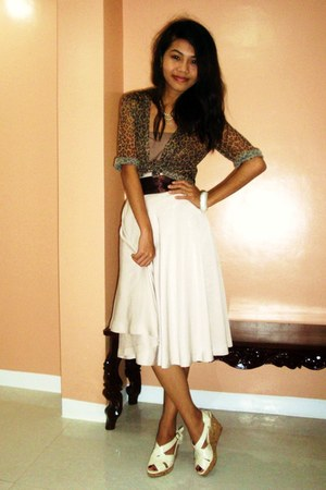 tan top - dark brown top - off white skirt - off white wedges