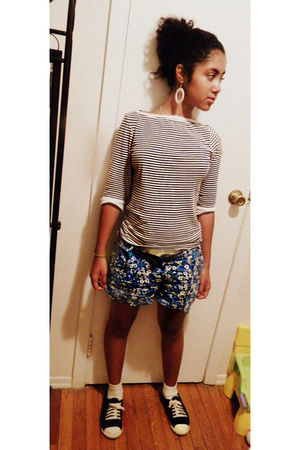 Old Navy shirt - Forever 21 shorts - Gap shoes