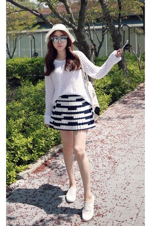 black MIAMASVIN skirt - white MIAMASVIN sweater - MIAMASVIN sneakers
