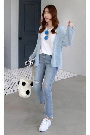 sky blue MIAMASVIN jeans - white MIAMASVIN shirt - eggshell MIAMASVIN bag