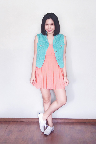 salmon Shopaholic dress - aquamarine crissa vest - white Keds sneakers