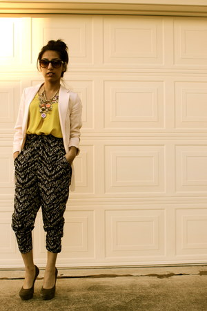 H&M blazer - Forever 21 blouse - H&M pants - Bakers heels
