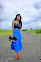 wooden platform shoes - bag - multiple belt - tube top top - skirt
