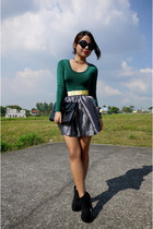 gold metal H&M belt - forest green long sleeve Terranova bodysuit