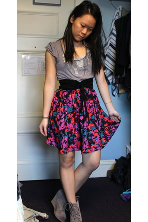 wedge Dolce Vita boots - black Forever 21 belt - Urban Outfitters skirt