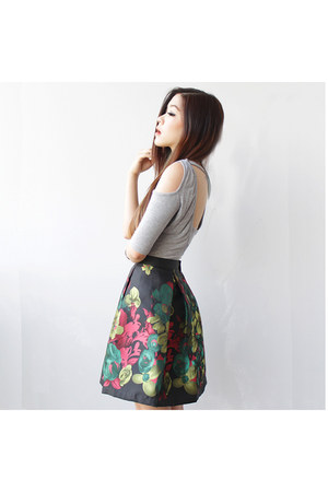 dark gray floral silk Vienetta Fashion skirt - heather gray cut out nastygal top