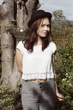 white new look top - silver Urban Outfitters jeans - black H&M hat