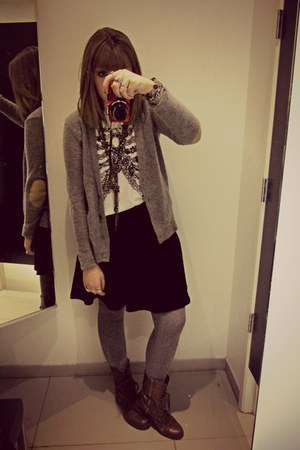 black circle H&M skirt - dark brown troopa Steve Madden boots
