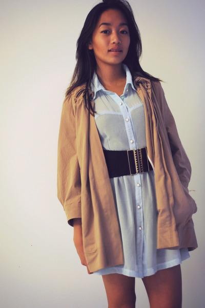 black - belt - light blue Show Pony dress - camel Veronika Maine coat