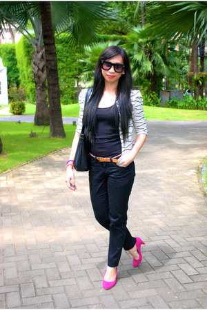 black Nine West bag - black H&M sunglasses - black bench pants