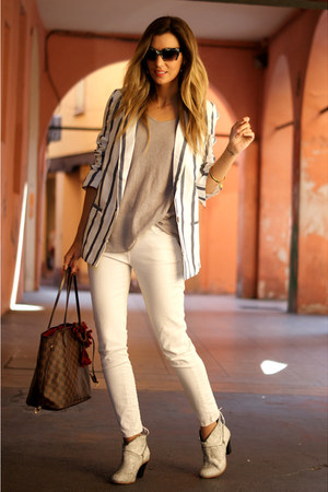 white tbdress blazer - heather gray tbdress t-shirt