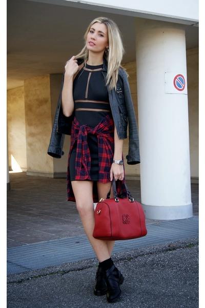black Miss Luxe dress - ruby red loewe bag