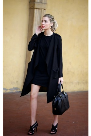 black shopping bare coat - black shopping bare t-shirt