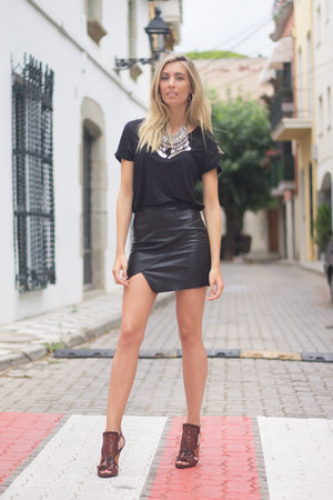 black Udobuy skirt - black Mango shirt