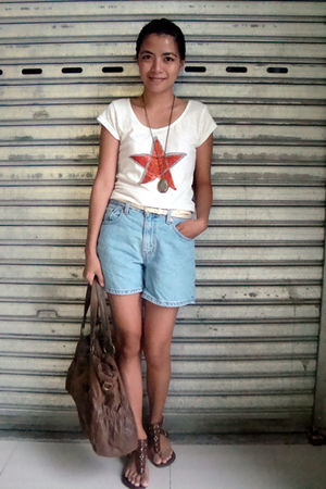 white saveonfashion t-shirt - blue Levis shorts - brown PeopleArePeople shoes -