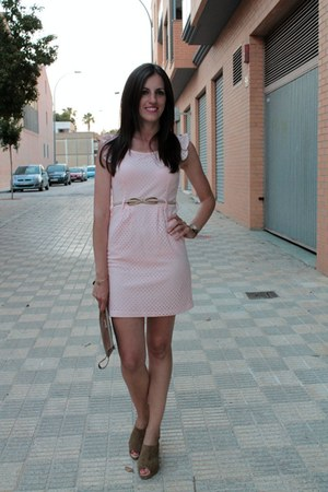 light pink Maribel Ruiz dress - tawny Bimba & Lola bag