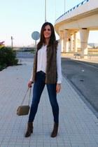 navy Tiffosi jeans - dark brown Stradivarius boots - white Mango shirt