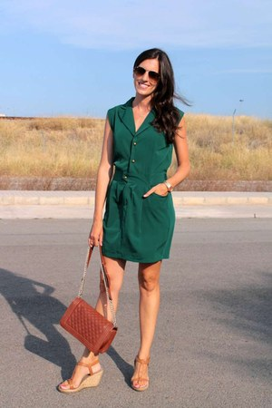 forest green Compania Fantastica dress - tawny okeysi bag - ray-ban sunglasses