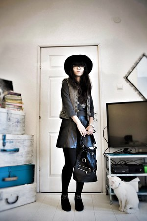 black pull&bear boots - black H&M hat - black Mango bag