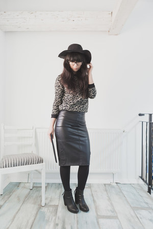 black H&M boots - black H&M hat - black unknown purse - black reserved skirt