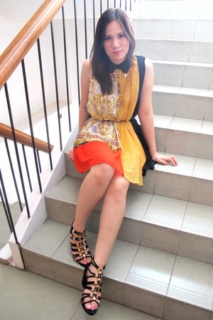 mustard dress - black sandals