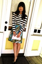 Forever 21 shirt - vintage purse - H&M skirt - Bakers pumps