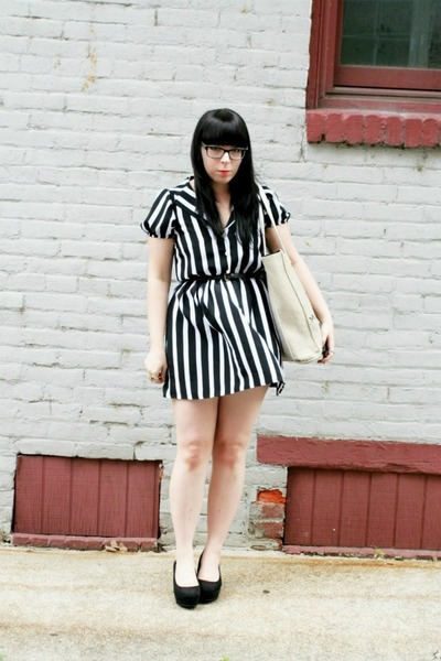 black striped mod dolly dress - neutral Daisy by Marc Jacobs bag