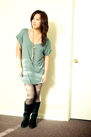 shirt - leggings - boots - necklace