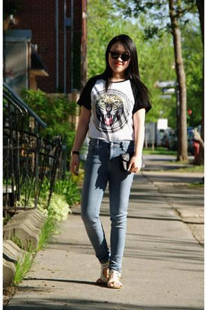black H&M t-shirt