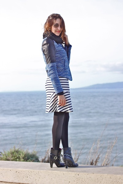 blue Zara jacket - black Marc by Marc Jacobs heels - white ann taylor skirt