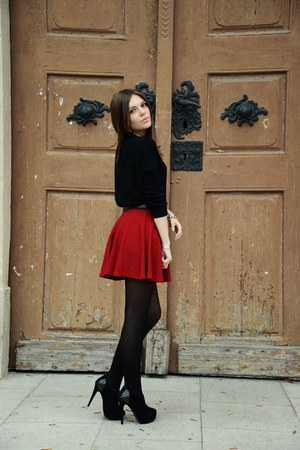black soft Mango sweater - brick red cute Bershka skirt