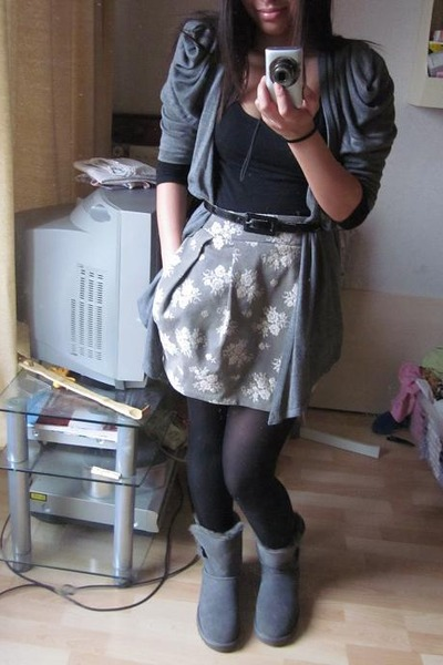 excellent uggs and skirt outfit