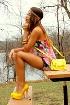 yellow heels Sugarfree pumps - yellow satchel Old Navy bag