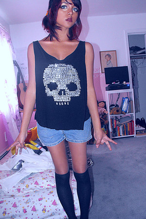 studded skull shirt