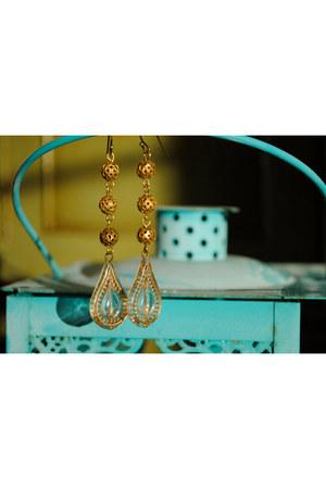 vintage brass mishshell earrings
