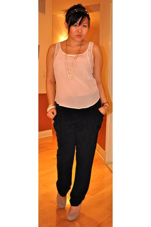 beige Forever 21 shirt - black wilfred pants - beige Bakers shoes - gold Express