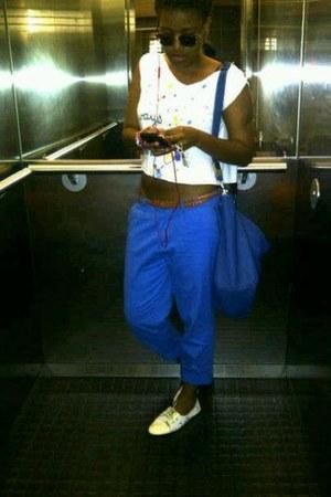 blue flea market bag - white ms rich shirt