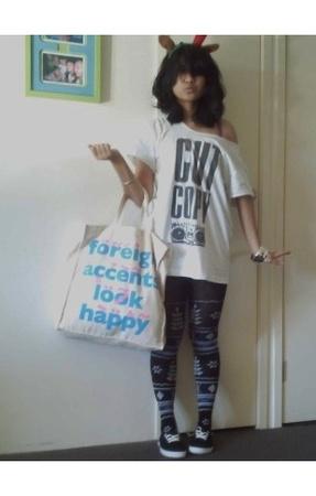 t-shirt - tights - shoes - purse
